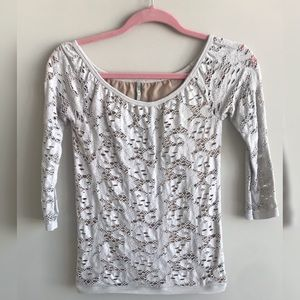 Tightly fit, mesh pattern T-shirt